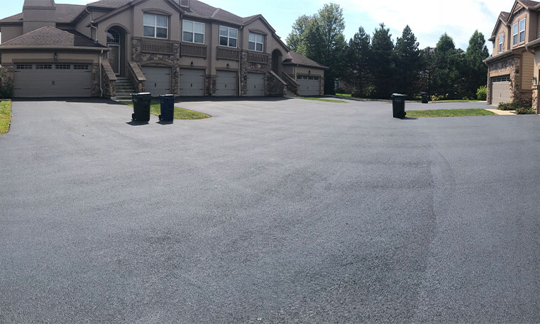 completed driveway after asphalt replacement