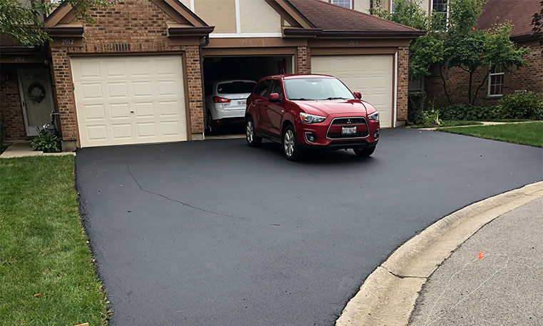 smooth asphalt driveway after sealcoating
